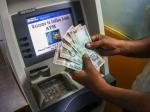 एटीएम : 100 रुपये के बदले देने लगा 500 रुपये, जानें क्या हुआ