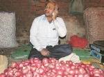 प्याज 200 रुपये के पार, अब हो रही छापेमारी