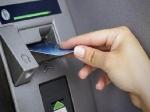 लोग हड़बड़ी में निकाल रहे बैंकों से पैसा, 15 दिन में 53000 करोड़ रु निकाले