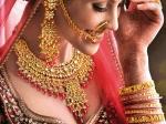 सोना 5 दिनों में 2303 रुपये बढ़ा है तो वहीं चांदी 10243 रुपये उछली