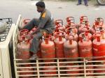 Gas Cylinder : एक झटके में 55 रुपये हो गया महंगा, चेक करें रेट