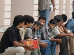 नौकरी : युवा हैं तो दिक्कत, उम्र ज्यादा है तो पूछ बढ़ी, जानिए आंकड़े
