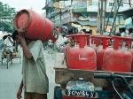 LPG cylinder Price Hike : झटका फिर महंगी हुई रसोई गैस, चेक करें लेटेस्ट प्राइस