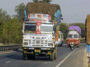 ट्रक ड्राइवर देते हैं साल में 48000 करोड़ रुपये की रिश्वत