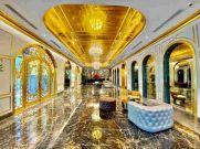 Gold में बना पूरा होटल, चम्मच से बाथटब तक हर चीज है सुनहरी