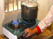 बचत : महंगे LPG Cylinder के बजाय गोबर से बनी गैस आ रही काम