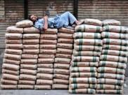 पोर्ट पर सड़ रहा पाक का सीमेंट, भारतीय कारोबारियों का लेने से इनकार