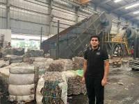 17 वर्षीय ने तैयार किया StartUp, प्लास्टिक को बनाता है कपड़ा