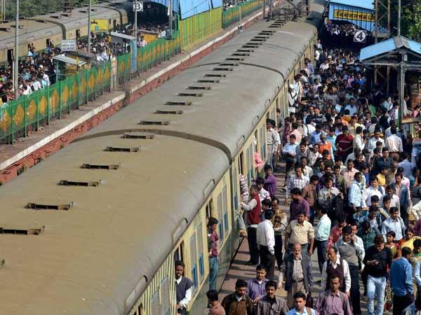 क्या 1 लाख करोड़ के निवेश से सुधरेगी भारतीय रेल की दशा?