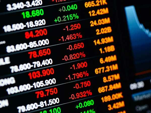 सेंसेक्स और निफ्टी में जारी है गिरावट, विदेशी बाजारों में नरमी