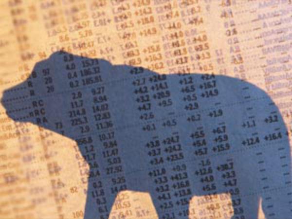 गिरकर बंद हुआ शेयर बाजार, मिड-स्मॉल कैप शेयर्स लुढ़के