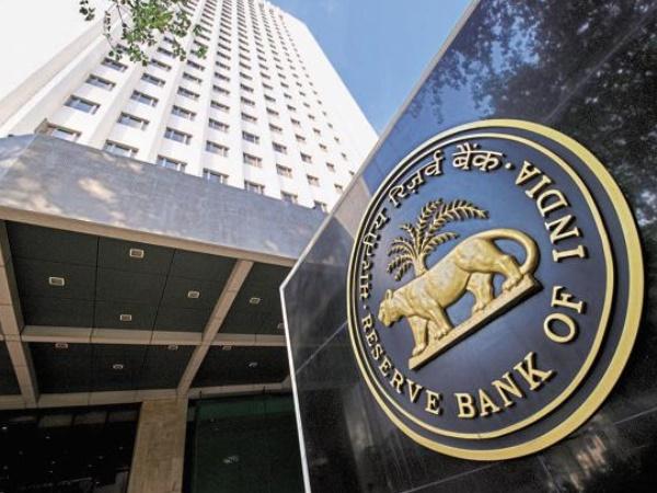 इन 6 बैंकों से लोन लेने पर पाबंदी लगा सकता है RBI