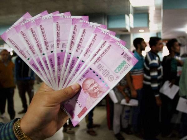 सोमवार को रुपया में बड़ी गिरावट देखने को मिली