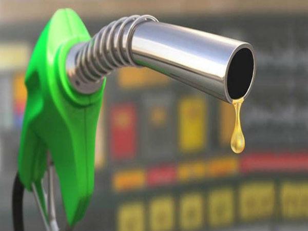 गुरुवार को फिर घटे पेट्रोल-डीजल के दाम
