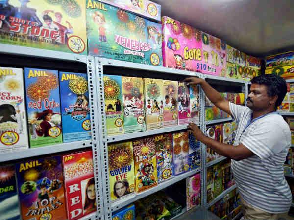 मोदी सरकार: जीएसटी में रजिस्टर्ड छोटे करोबारियों को बीमा योजना लाने की तैयारी
