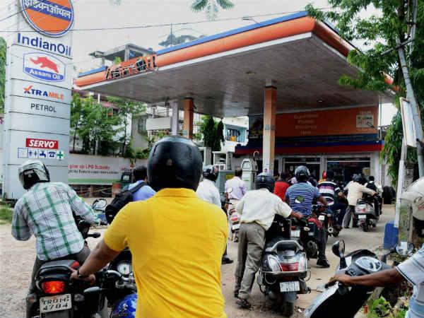 एक दिन की राहत के बाद आज फिर महंगे हुए पेट्रोल-डीजल