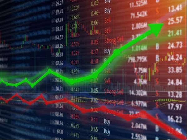 stock market : शेयर बाजार की फ्लैट शुरुआत