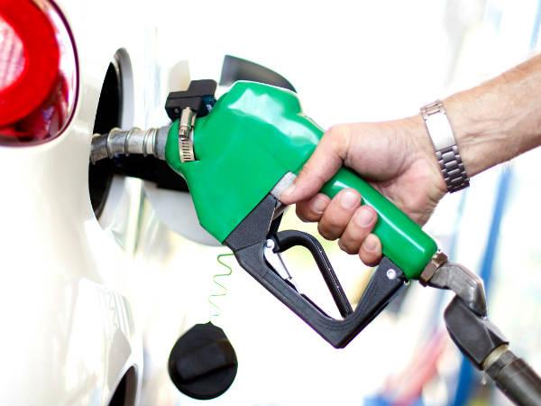 सोमवार को और महंगा हुआ पेट्रोल