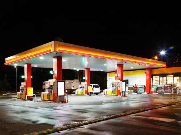 सोमवार को पेट्रोल और डीजल दोनों हुए सस्ते