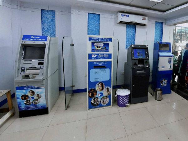 सरकारी बैंक फिर बंद कर रहे एटीएम और बैंक शाखाएं, जानें क्यों