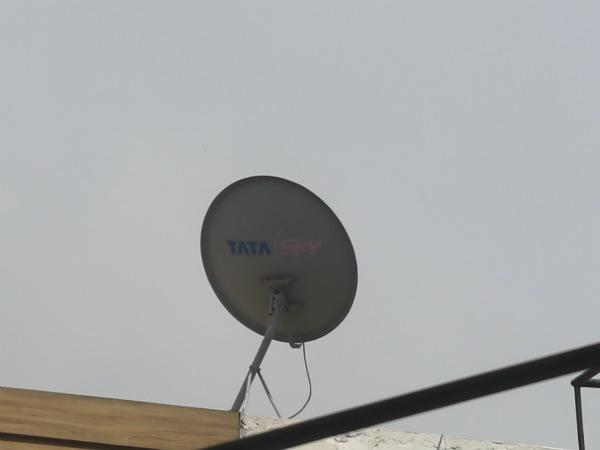 टाटा स्काई ने घटाए सेट टॉप बॉक्स के दाम, टीवी ग्राहकों को लुभाने की होड़