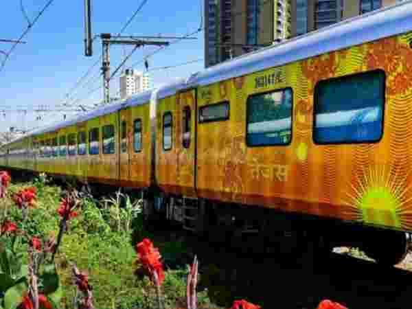 तेजस एक्सप्रेस ट्रेन के इन खास सुविधाओं के बारे में जान लें