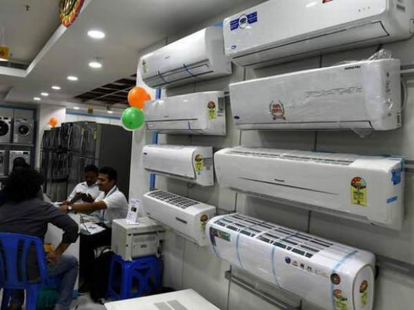 एसी : आधे दामों पर खरीदने का मौका, ये है ऑफर | Chance to buy Voltas AC at half price chance to buy 5 star ac at half price ac in hindi - Hindi Goodreturns