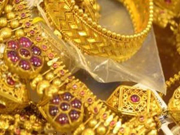 सोने की कीमत में हल्की बढ़त, चांदी हुई सस्ती
