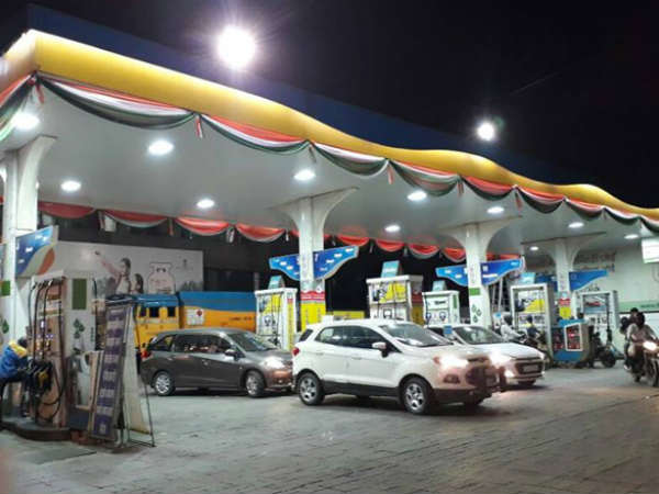 खुशखबरी : पेट्रोल और डीजल दोनों हुए सस्ते