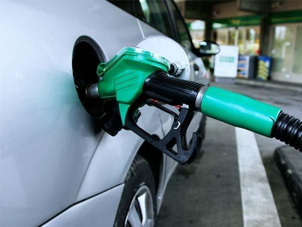 पेट्रोल की कीमत में आज फिर आई गिरावट, जानिए डीजल के भाव