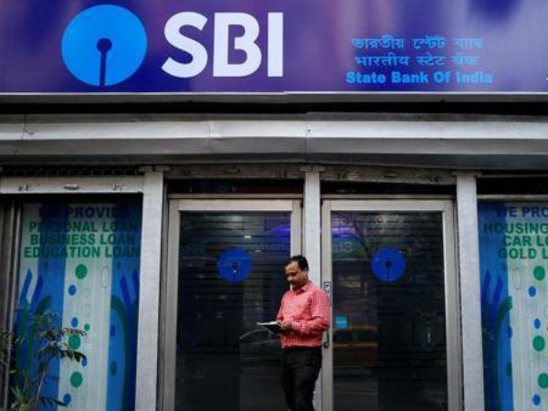 खुशखबरी : SBI ने 14वीं बार घटाईं ब्याज दरें, अब कम होगी आपकी EMI