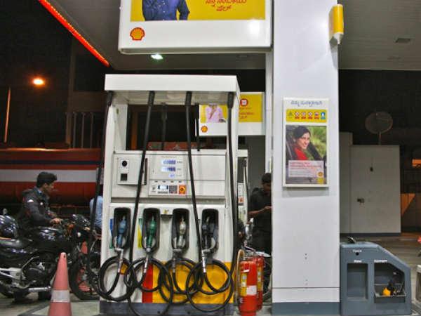 राहत : आज महंगा नहीं हुआ Petrol व Diesel, जानें रेट