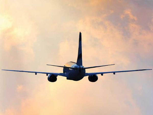 Indigo व SpiceJet : आज ले सकते हैं 900 रु से कम में हवाई टिकट
