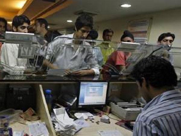 इन सरकारी बैंकों के ग्राहक हो जाएं सावधान, वरना 1 अप्रैल से नहीं कर सकेंगे पैसों का लेनदेन
