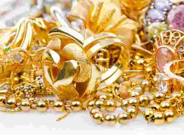 सस्ते में सोना खरीदने का बेहतरीन मौका, चांदी में हुई बढ़ोत्तरी