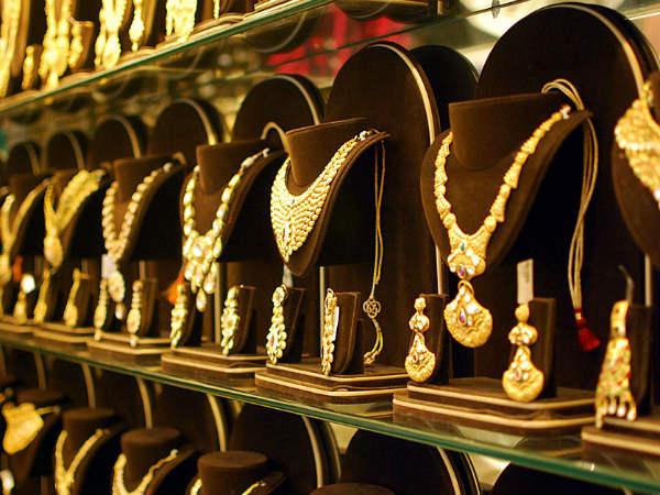 सोना 2364 रुपये चढ़ा इस महीने, चांदी भी 4000 रुपये चढ़ी