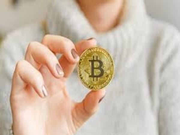 आज 1 किलो Gold से महंगी हो गई 1 Bitcoin, कभी कीमत थी 6 पैसे
