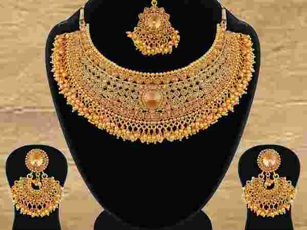 चांदी 11207 रुपयांच्या तुलनेत स्वस्त असून चांदीही 11276 रुपयांनी घसरली आहे