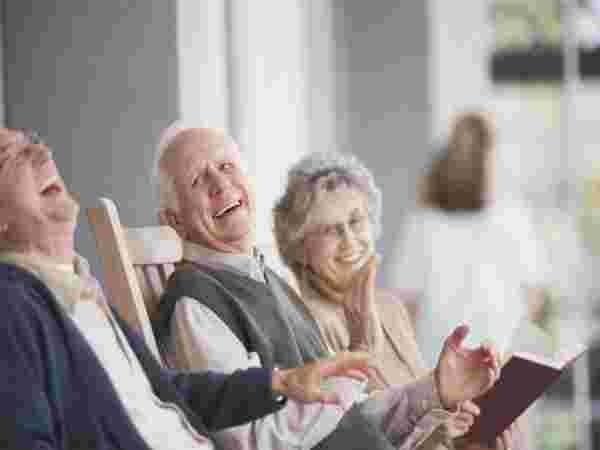 वृद्धावस्थेसाठी आधार, येथे गुंतवणूक करा