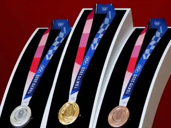 Olympics 2020 : पुराने स्मार्टफोन्स और लैपटॉप से बने हैं Gold-Silver मेडल