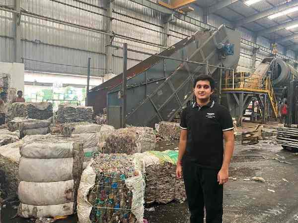 17 वर्षीय ने तैयार किया StartUp, रोज कई टन प्लास्टिक को बनाता है कपड़ा
