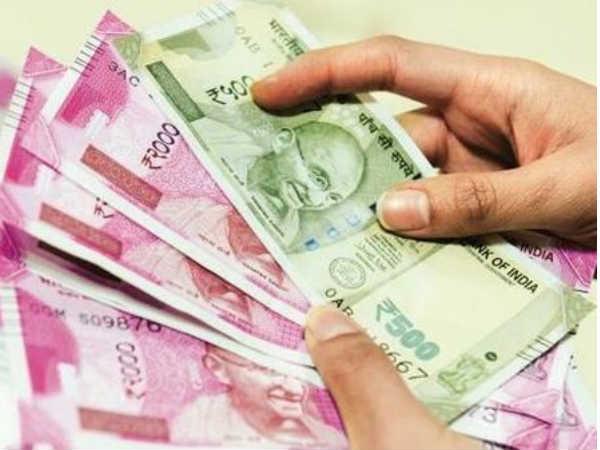 एटीएममध्ये लाखो रुपये सापडले
