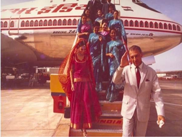 रतन टाटा टाटा एअर इंडियाचे अनोख्या पद्धतीने स्वागत करतात