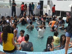 How Start Pool Party Business Or Event Planning Service