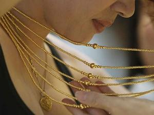Gold Slips Below Rs 32000 Mark On Global Cues