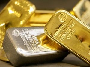 Saturday Gold Falls Amid Weak Global Cues