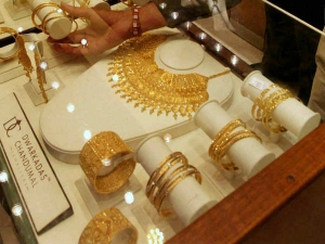 Gold Prices Rise This Year High Due Festive Season