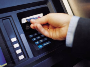No Of Atms Decreases By 10000 To 2 07 Lakh In Fy
