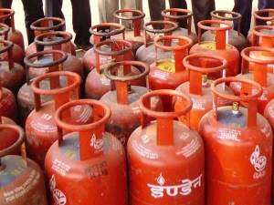 Lpg Cylinder Price Hike Rs5 From 1st April