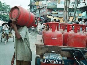 LPG Gas Cylinder : 800 रुपये तक की बुकिंग पर मिल रही छूट